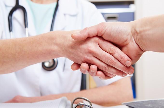 žmonių, sergančių hipertenzija, gyvena)