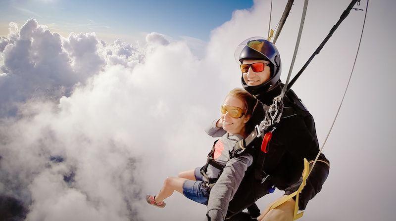 Parašiutų klubas. Pagreitinto mokymosi programa - AFF kursas. Kiek kainuoja parašiutas