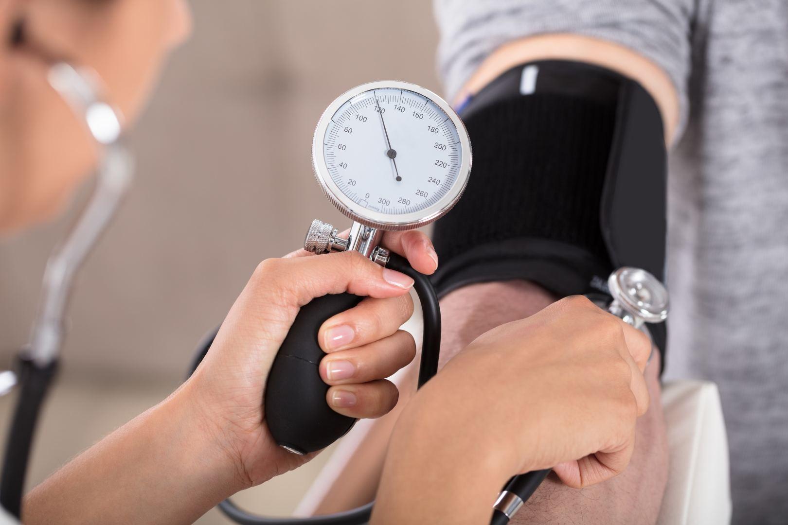 kaip pradėti gydyti hipertenziją)
