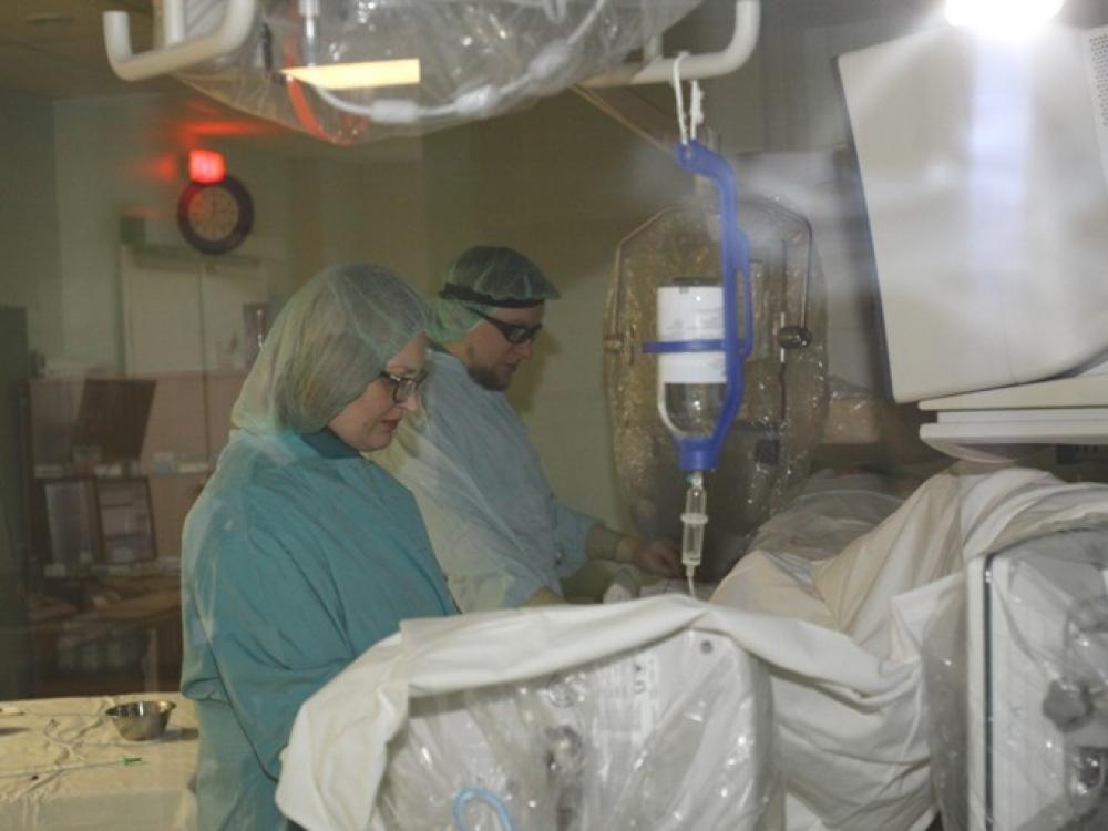 gydant širdies plakimą dėl hipertenzijos kas yra 1 hipertenzijos laipsnis