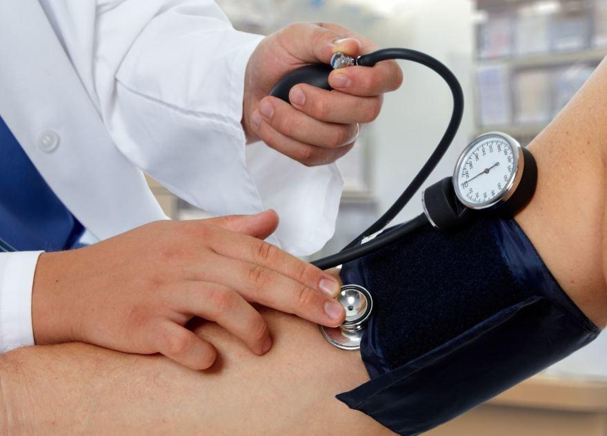 gydymas pasireiškus pirmiesiems hipertenzijos požymiams)