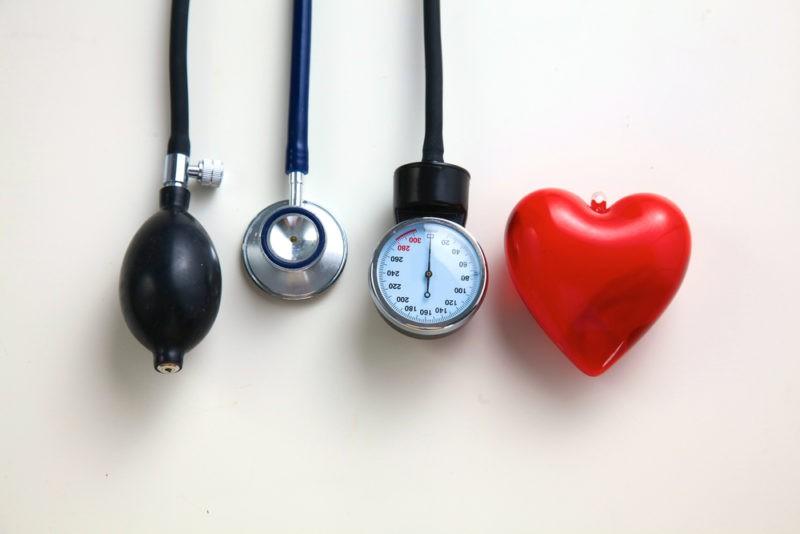 lėtinė hipertenzija)