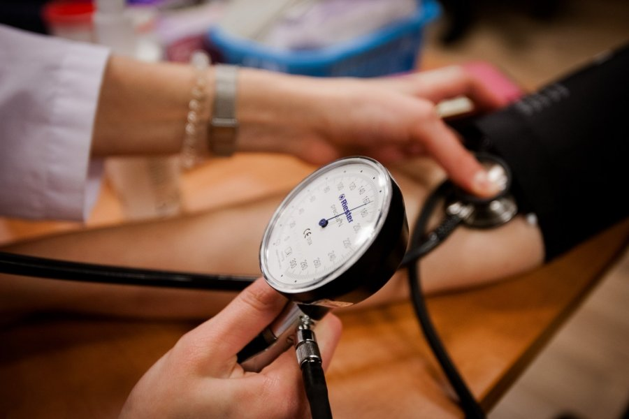 hipertenzija gali duoti kraujo)