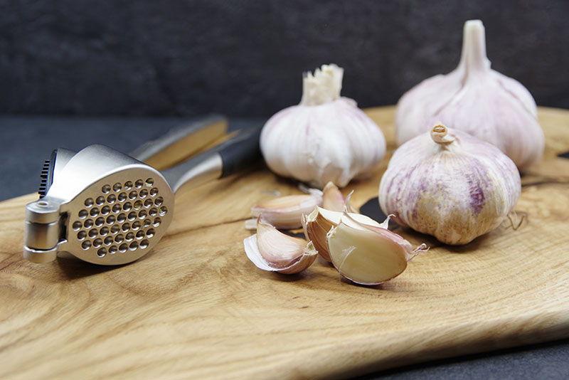 Česnakai ir citrinų indų valymas: trys receptai, patarimai